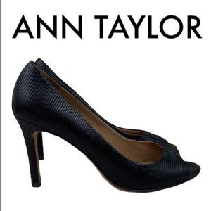 ANN TAYLOR BLACK HEELS SIZE 7